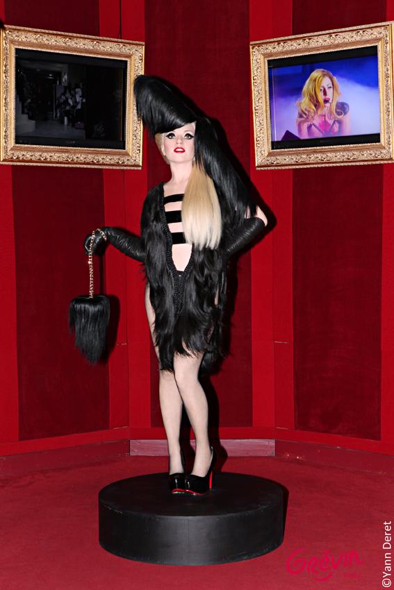 Lady Gaga à Grévin de pied