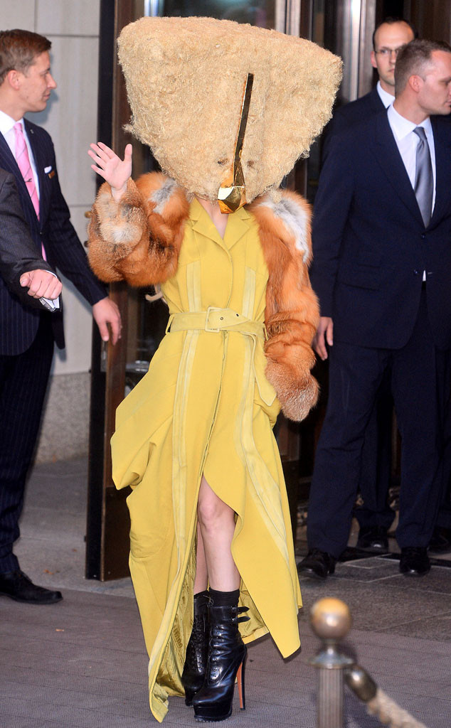rs_634x1024-131024100506-634.lady-gaga-berlin-head-piece-full-length